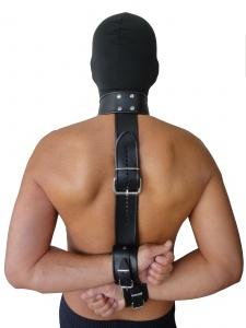 Leder Halsband mit Gurt und Handfessel - 0330